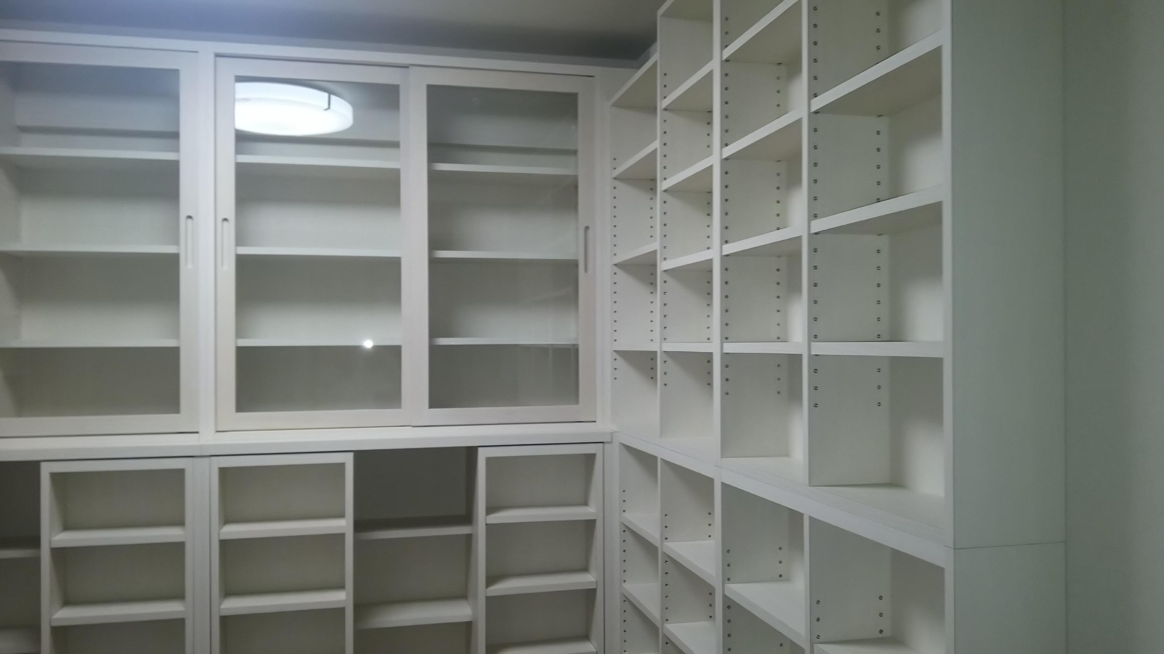 大容量壁面収納書棚